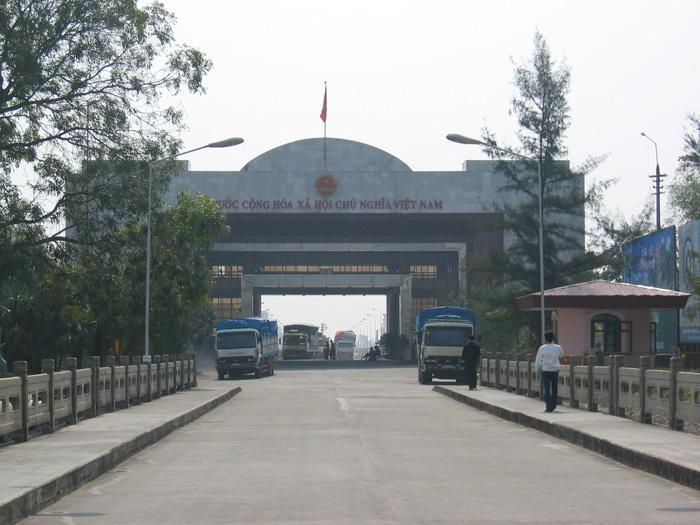 ゲートの向こう側はベトナム