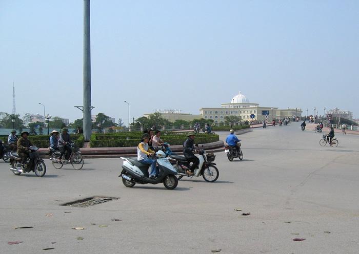 ベトナム - 中国国境の町「モンカイ」