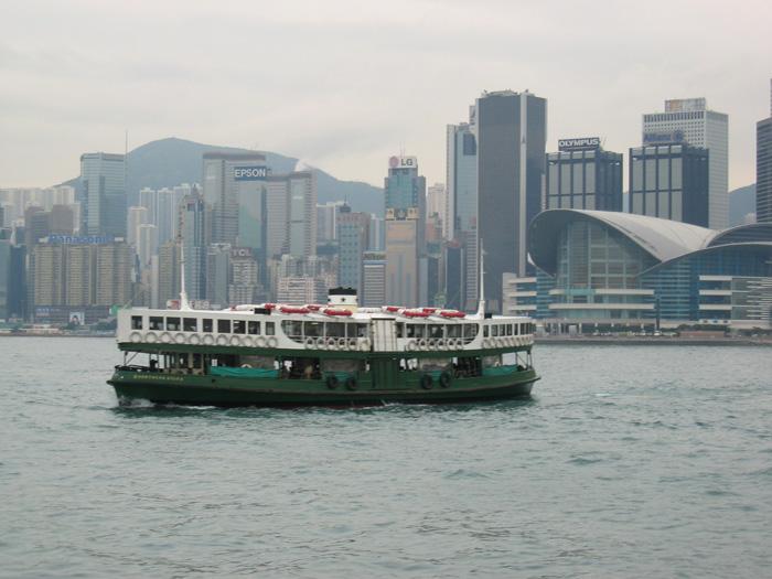 香港島への渡し船 (片道-下層1.7$・上層2.2$)
